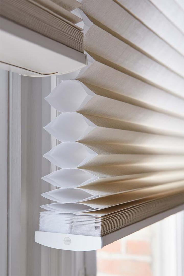 duettes perfecte regeling van warmte en licht. Black Bedroom Furniture Sets. Home Design Ideas